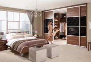 Гардеробная комната за стенкой